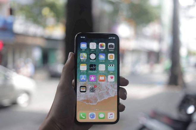 Vì sao iPhone X về Việt Nam giá cao gấp đôi? - Ảnh 2.