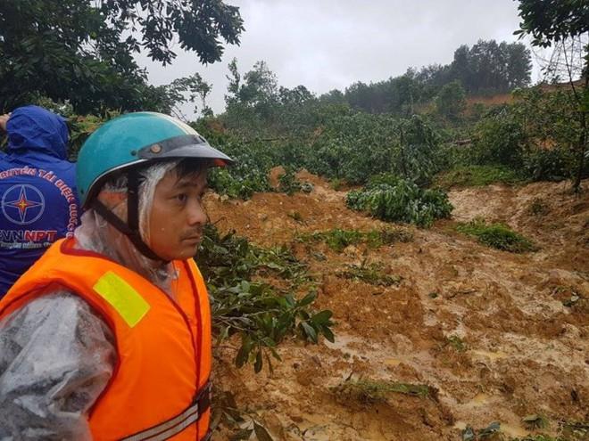 Đang tiếp cận hiện trường 4 công nhân nhà máy điện bị vùi lấp ở Quảng Nam - Ảnh 1.