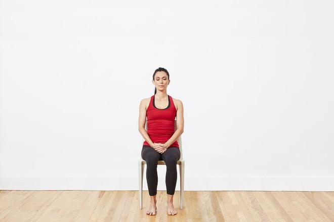 Chỉ cần ngồi trên ghế và tập động tác này, bạn không còn lo ngồi nhiều sinh bệnh - Ảnh 11.