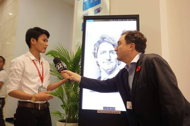 9X Quảng Ngãi được phóng viên Canada phỏng vấn khi gửi tặng thủ tướng Justin Trudeau tranh chân dung - Ảnh 4.