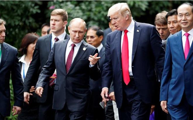 Không có lịch gặp riêng, Tổng thống Nga – Mỹ 'tranh thủ' trò chuyện trong sự kiện chụp ảnh