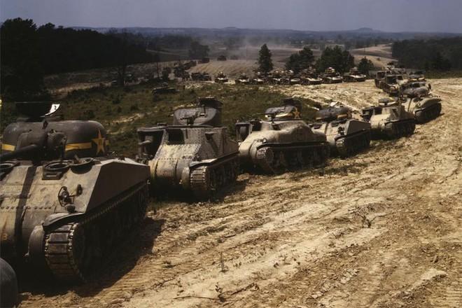 Loạt ảnh màu ấn tượng về xe tăng cổ của Mỹ huấn luyện trên thao trường - Ảnh 2.