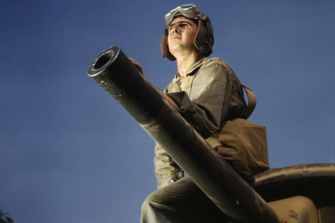 Loạt ảnh màu ấn tượng về xe tăng cổ của Mỹ huấn luyện trên thao trường - Ảnh 5.