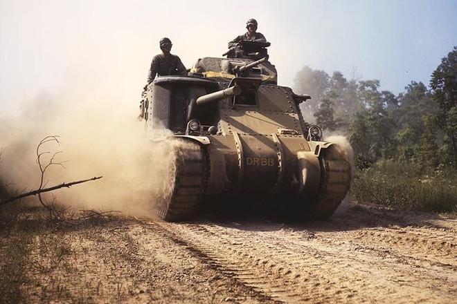 Loạt ảnh màu ấn tượng về xe tăng cổ của Mỹ huấn luyện trên thao trường - Ảnh 7.