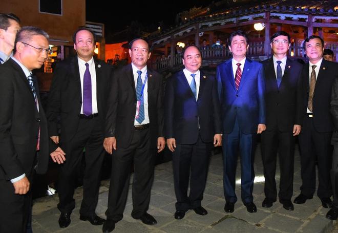 Thủ tướng Việt Nam, Nhật Bản tản bộ ở Hội An, tham quan thuyền hữu nghị 3
