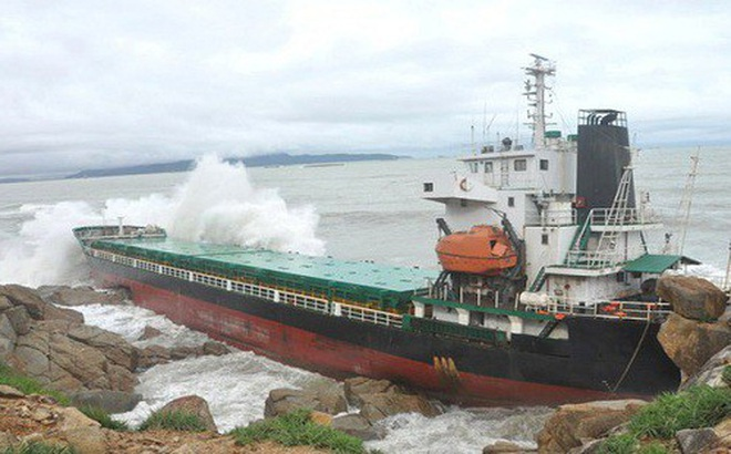 Hôm nay (12/11) là thời hạn cuối trình phương án trục vớt tàu chìm tại Quy Nhơn