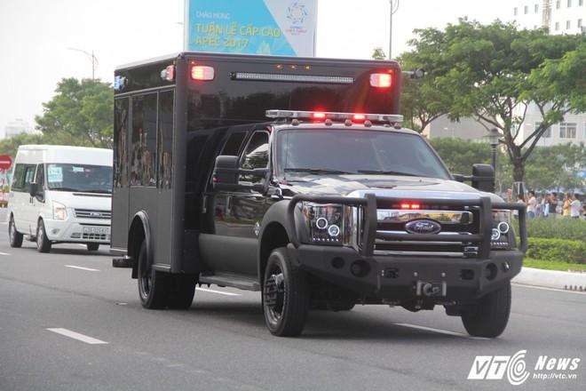 Chiếc xe trông rất bình thường nhưng cực kỳ quan trọng trong đoàn hộ tống Tổng thống Mỹ - Ảnh 1.