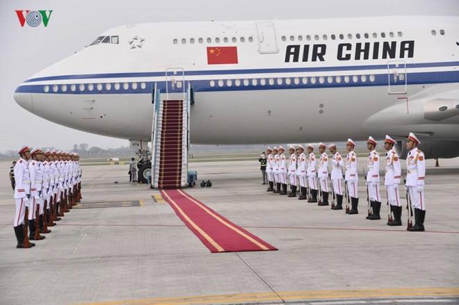 Ảnh: Chủ tịch Trung Quốc rời Hà Nội, kết thúc chuyến thăm Việt Nam - Ảnh 1.