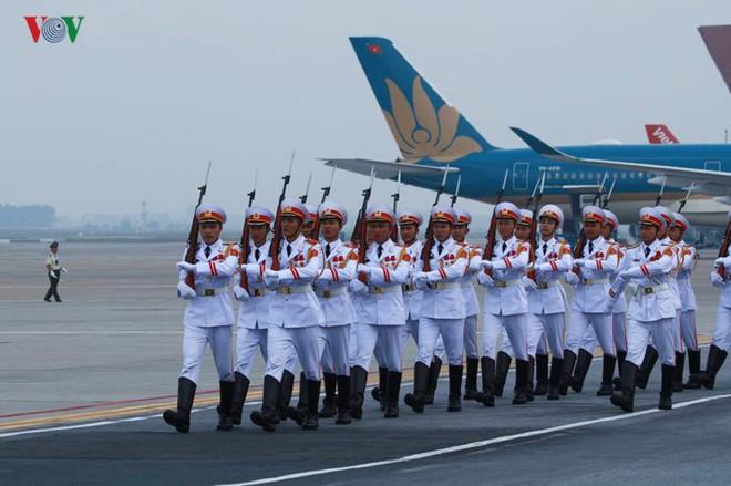 Ảnh: Chủ tịch Trung Quốc rời Hà Nội, kết thúc chuyến thăm Việt Nam - Ảnh 2.