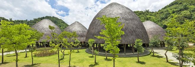 Nhà hàng vòm tre, mái lợp tranh nổi bật ở Sơn La khiến báo nước ngoài thán phục - Ảnh 1.