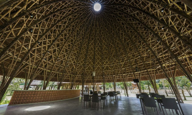 Nhà hàng vòm tre, mái lợp tranh nổi bật ở Sơn La khiến báo nước ngoài thán phục - Ảnh 8.