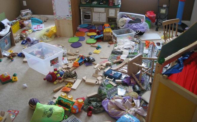 Vì câu nói này của chồng mà người vợ đã thức tỉnh và quyết định không dọn dẹp đồ chơi cho con nữa