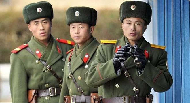 Định đào tẩu sang Hàn Quốc, binh sỹ Triều Tiên bị bắn - Ảnh 1.