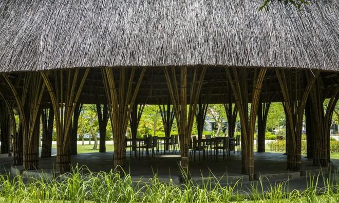 Nhà hàng vòm tre, mái lợp tranh nổi bật ở Sơn La khiến báo nước ngoài thán phục - Ảnh 4.