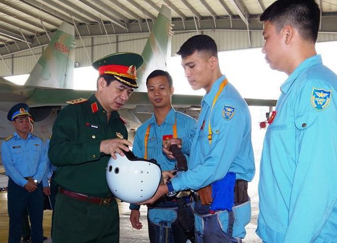 Thượng tướng Phan Văn Giang kiểm tra trung đoàn không quân 927 - Ảnh 1.