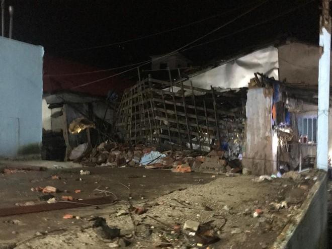 Huế: Sập nhà sau tiếng sét lớn, 3 người trong gia đình bị thương - Ảnh 1.