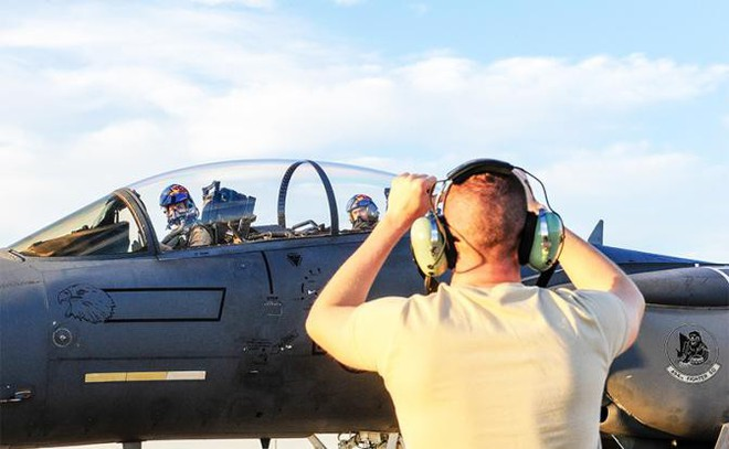 """F-15 Mỹ đối đầu Su-30SM Nga: """"Đại bàng tấn công đè bẹp vịt con""""? - Ảnh 3."""
