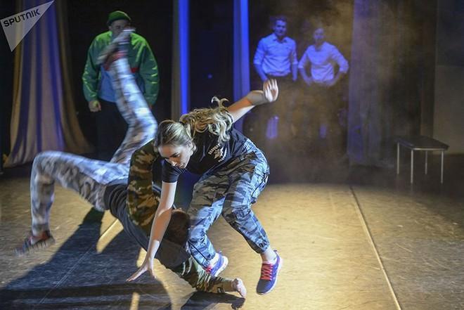 Ảnh: Chao đảo vì các thí sinh hoa hậu học viên quân sự ở Nga - Ảnh 4.