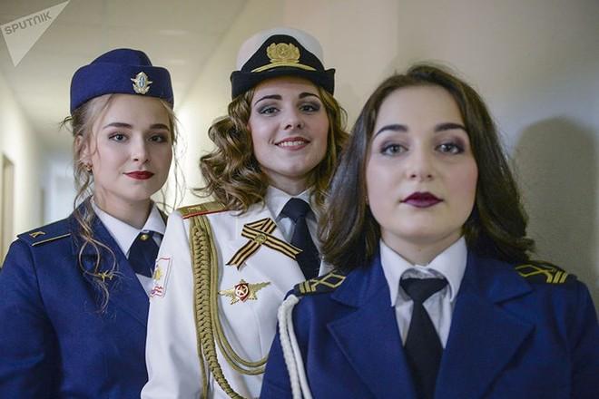 Ảnh: Chao đảo vì các thí sinh hoa hậu học viên quân sự ở Nga - Ảnh 10.