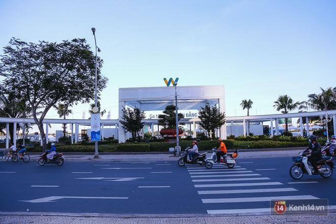 Cận cảnh bến buýt đường sông hiện đại như ở nước ngoài nằm ngay trung tâm Sài Gòn - Ảnh 1.