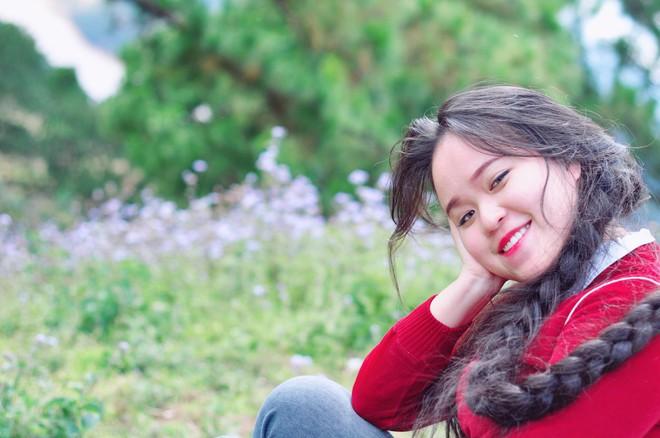 Cô gái Sài Gòn nuôi tóc dài 2m kiếm tiền triệu nhờ clip khoe tóc trên Youtube - Ảnh 1.