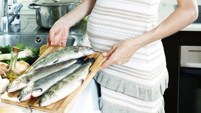 Chuyên gia Vũ Thế Thành: Kiêng hẳn cá biển thì uổng, bà bầu tối đa chỉ nên ăn 2 bữa 1 tuần - Ảnh 3.