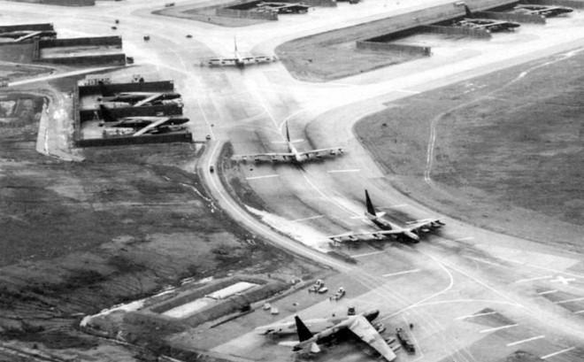 """Tên lửa Việt Nam và """"màn chào hỏi kinh hoàng"""" dành cho B-52 Không quân chiến lược Mỹ"""