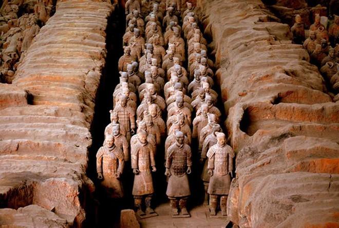 Bí ẩn về vũ khí của đội quân đất nung trong lăng mộ Tần Thủy Hoàng đã được giải mã! - Ảnh 1.