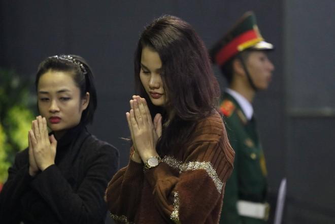 Nghẹn ngào lễ tang Thiếu tá phi công Nguyễn Thành Trung hy sinh khi làm nhiệm vụ - Ảnh 7.