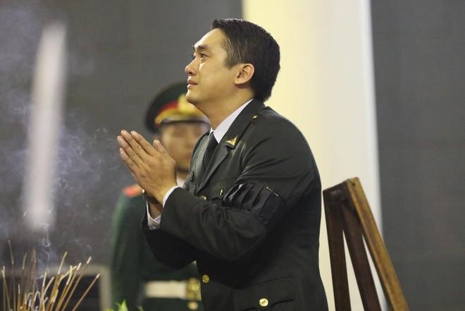 Nghẹn ngào lễ tang Thiếu tá phi công Nguyễn Thành Trung hy sinh khi làm nhiệm vụ - Ảnh 6.
