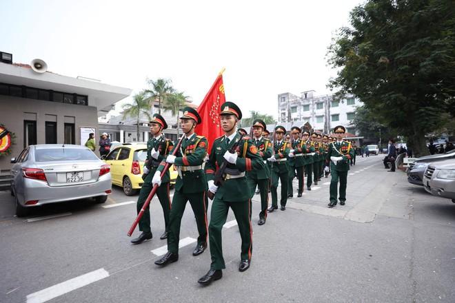 Nghẹn ngào lễ tang Thiếu tá phi công Nguyễn Thành Trung hy sinh khi làm nhiệm vụ - Ảnh 5.