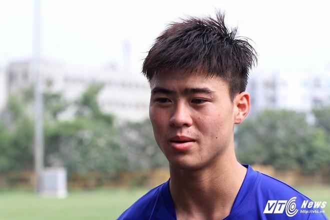 Tiền vệ Duy Mạnh: Cầu thủ Việt Nam thể lực hơi kém thật - Ảnh 1.