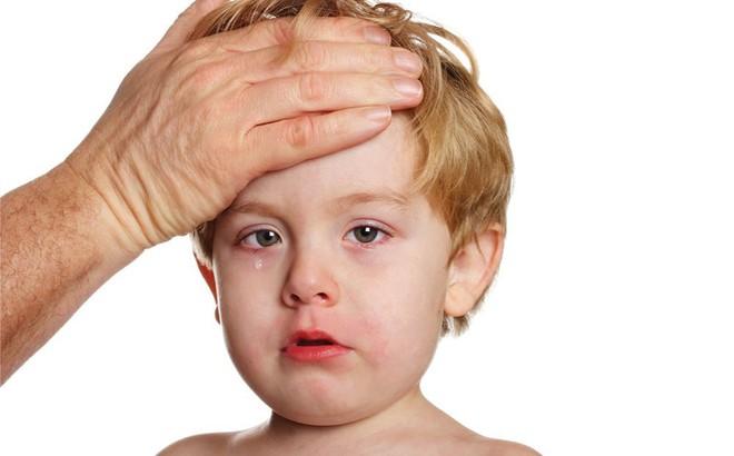 """7 """"tuyệt chiêu"""" hiệu quả để loại bỏ tình trạng sổ mũi ở trẻ, cha mẹ nên biết"""