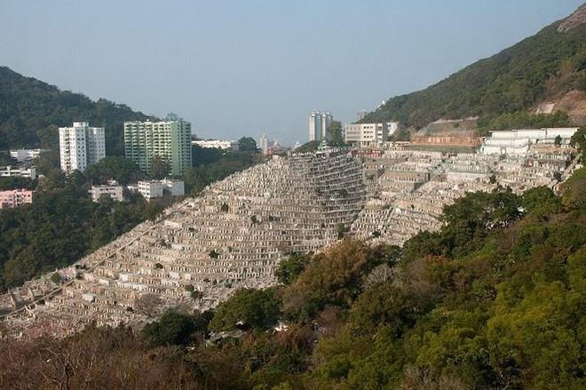 Những nghĩa trang đồ sộ vươn cao như những tòa cao ốc   - Ảnh 2.