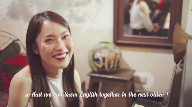 Khánh Vy đánh piano, cover một lượt bài hát của Chi Pu bằng Tiếng Anh - Ảnh 2.