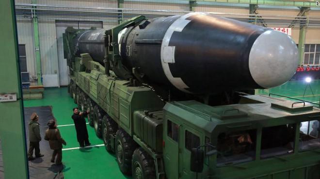 Quái vật đích thực: Triều Tiên chỉ cần 4 tên lửa để đánh bại 44 tên lửa đánh chặn của Mỹ - Ảnh 2.