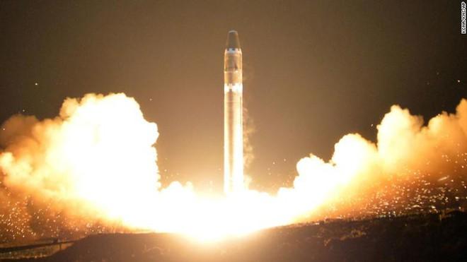 Quái vật đích thực: Triều Tiên chỉ cần 4 tên lửa để đánh bại 44 tên lửa đánh chặn của Mỹ - Ảnh 1.