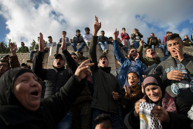 Jerusalem chia thành hai chiến tuyến vì tuyên bố của ông Trump, Mỹ có đang đùa với lửa? - Ảnh 2.