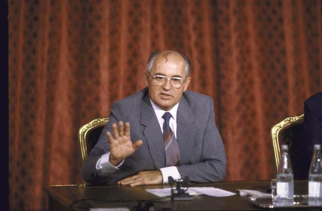 Nghi án mưu sát Gorbachev qua lời kể sĩ quan quân báo Liên Xô: Tên lửa Stinger quá nguy hiểm - Ảnh 2.