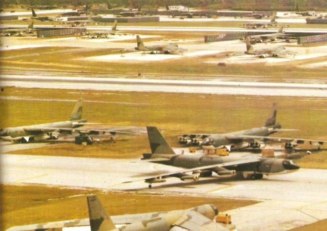 Ngoáo ộp B-52 khiến cả TG khiếp sợ vẫn bị tên lửa VN phủ đầu choáng váng và tử thương - Ảnh 1.