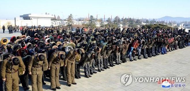Ngày giỗ cha, Chủ tịch Kim Jong-un thề tiếp tục chiến đấu không nao núng   - Ảnh 1.