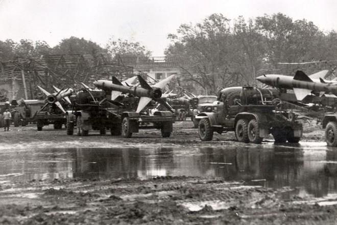 Kỳ 1: Cuộc đấu cân não và tiêm kích MiG-21 lần đầu tìm diệt B-52 - Ảnh 1.