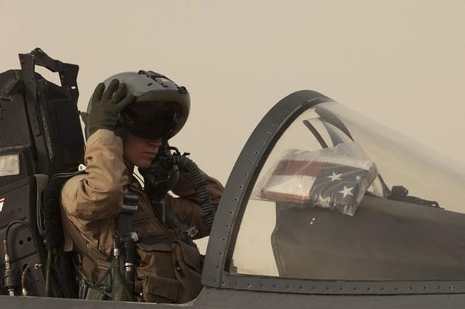 Hình ảnh những bóng hồng hiếm hoi lái máy bay chiến đấu - Ảnh 10.