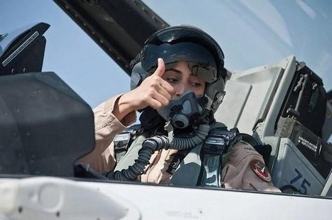 Hình ảnh những bóng hồng hiếm hoi lái máy bay chiến đấu - Ảnh 12.