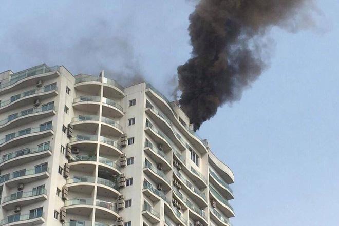 Cháy lớn tại chung cư cao cấp cạnh Hồ Tây - Hà Nội - Ảnh 4.