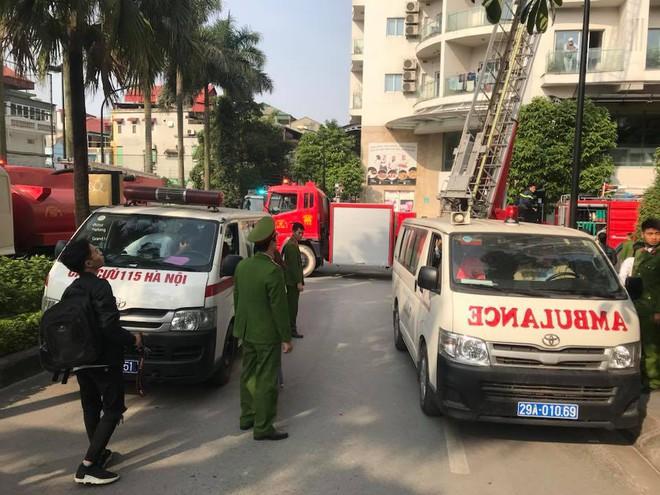 Cháy lớn tại chung cư cao cấp cạnh Hồ Tây - Hà Nội - Ảnh 10.