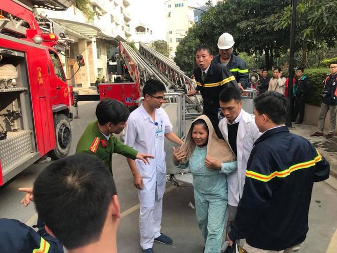 Cháy lớn tại chung cư cao cấp cạnh Hồ Tây - Hà Nội - Ảnh 8.