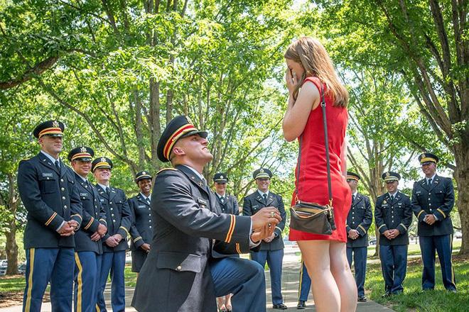 Những khoảnh khắc xúc động trong đời binh nghiệp của binh sĩ Mỹ - Ảnh 2.