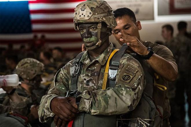 Những khoảnh khắc xúc động trong đời binh nghiệp của binh sĩ Mỹ - Ảnh 4.