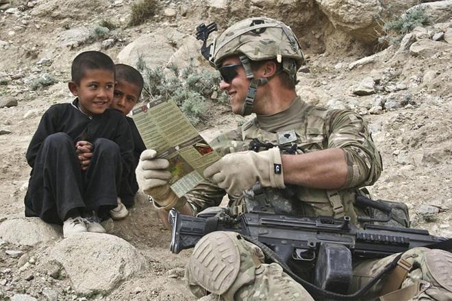 Những khoảnh khắc xúc động trong đời binh nghiệp của binh sĩ Mỹ - Ảnh 6.